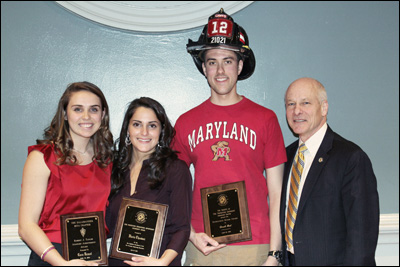 2014 undergraduate award-winners with Dr. Milke
